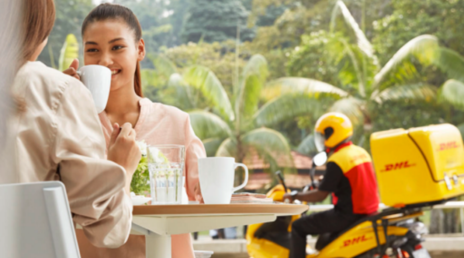 DHL eCommerce vs. DHL Express: Which is Better for Online Merchants?