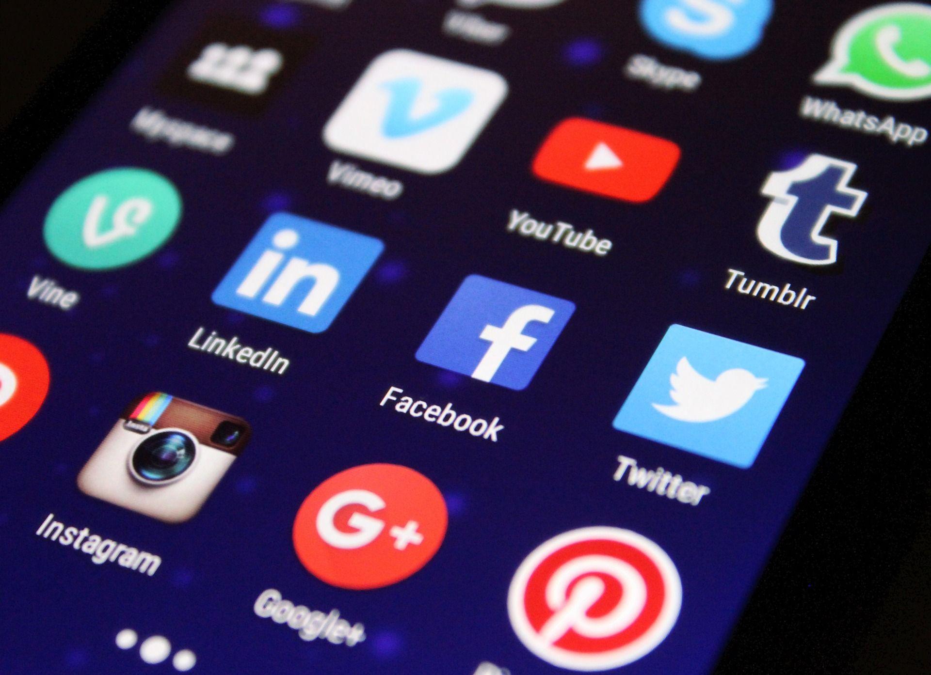 Social media Apps to Promote Poshmark Store